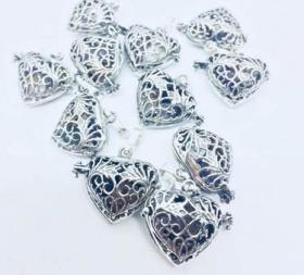 Спечели сребърно сърце с естествени камъни