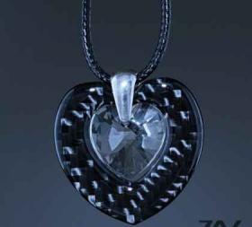 """Спечели бижу """"Double heart"""" изработено ръчно от CARBON FIBER и камък Swarovski"""
