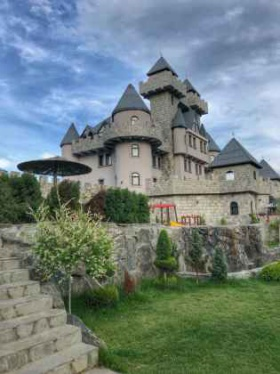 Спечелете нощувка за двама, закуска и спа пакет в Royal Valentina Castle Огняново