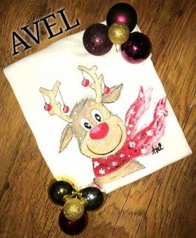 Спечелете ръчно рисувани тениски от AVEL
