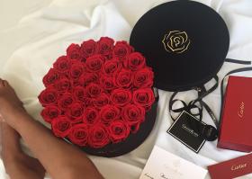 Спечелете луксозна кутия с рози