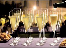 Спечели комплект чаши за шампанско на Luigi Bormioli-Italy