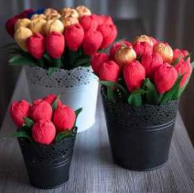 Спечелете голям букет с червени и златни цветя